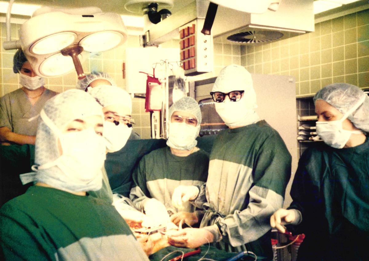 ハノーファー医科大学、同僚と手術室で